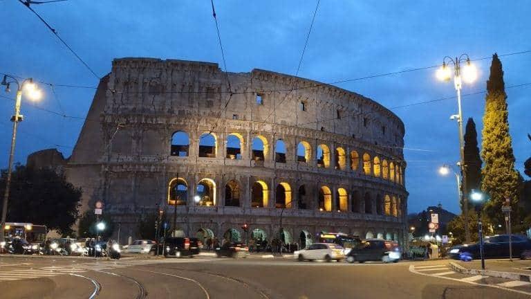 קולוסיאום בלילה ברומא